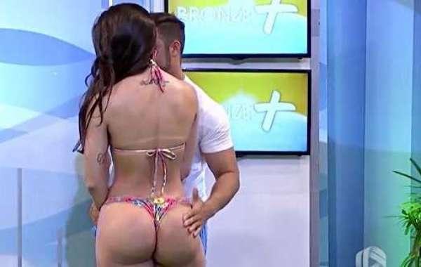 Il massaggio è troppo hot, la modella picchia il presentatore in diretta tv